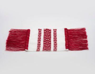 Culoare alb-rosu, material acrilic